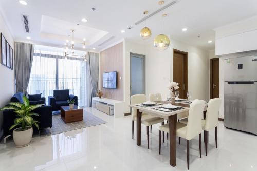 LAZE APARTMENT Modern Apartment at Vinhomes Central Park