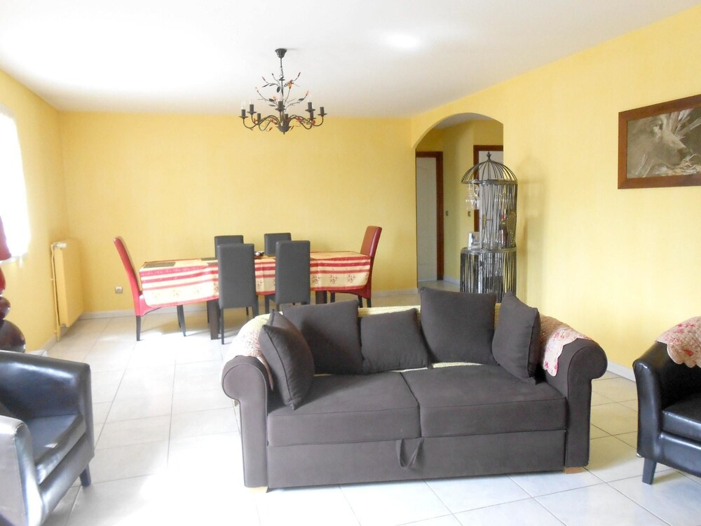 House With 8 Bedrooms in Villeurbanne With Wifi