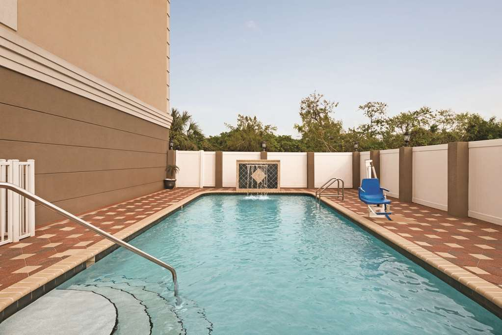 Gallery image of Country Inn & Suites by Radisson Tampa Airport North FL