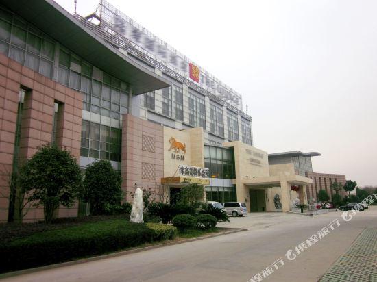 New Era International Hotel