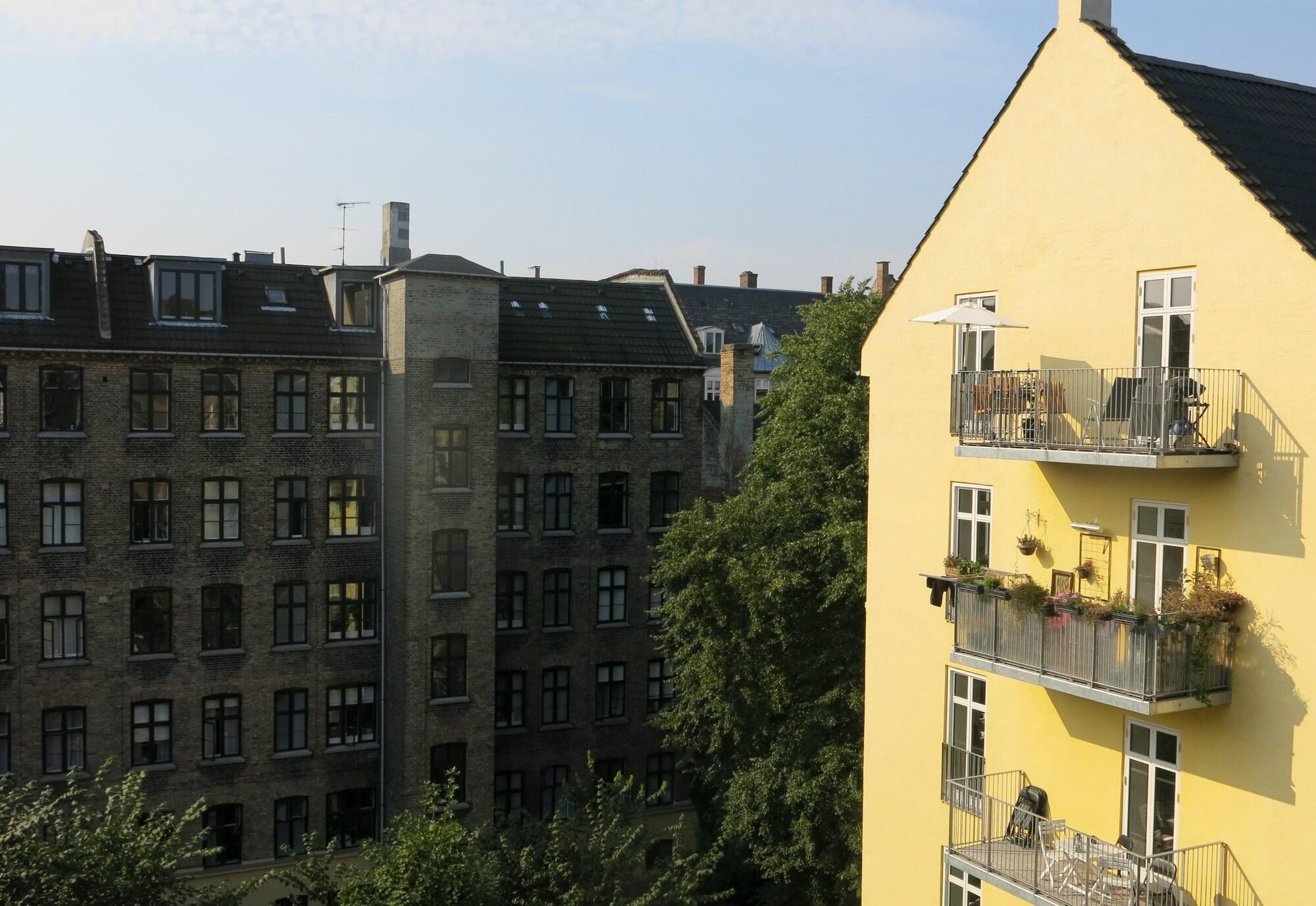 Apartment close to metro 1404 1