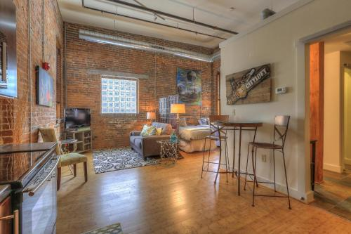 Music City Loft Kenny