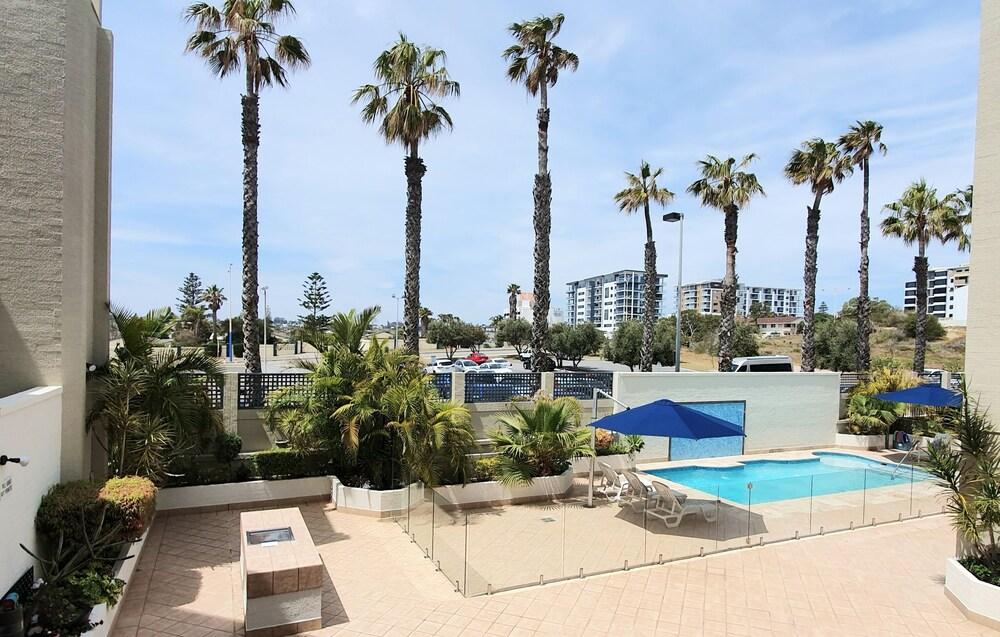 Sandcastles Beachfront Luxury Retreat Apartment