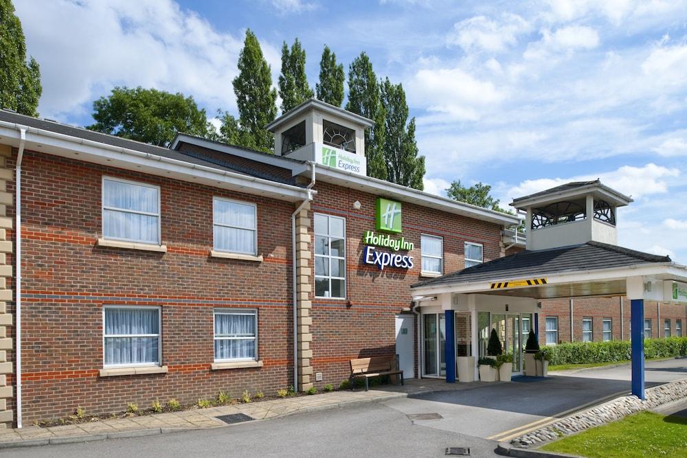 Holiday Inn Express Leeds East