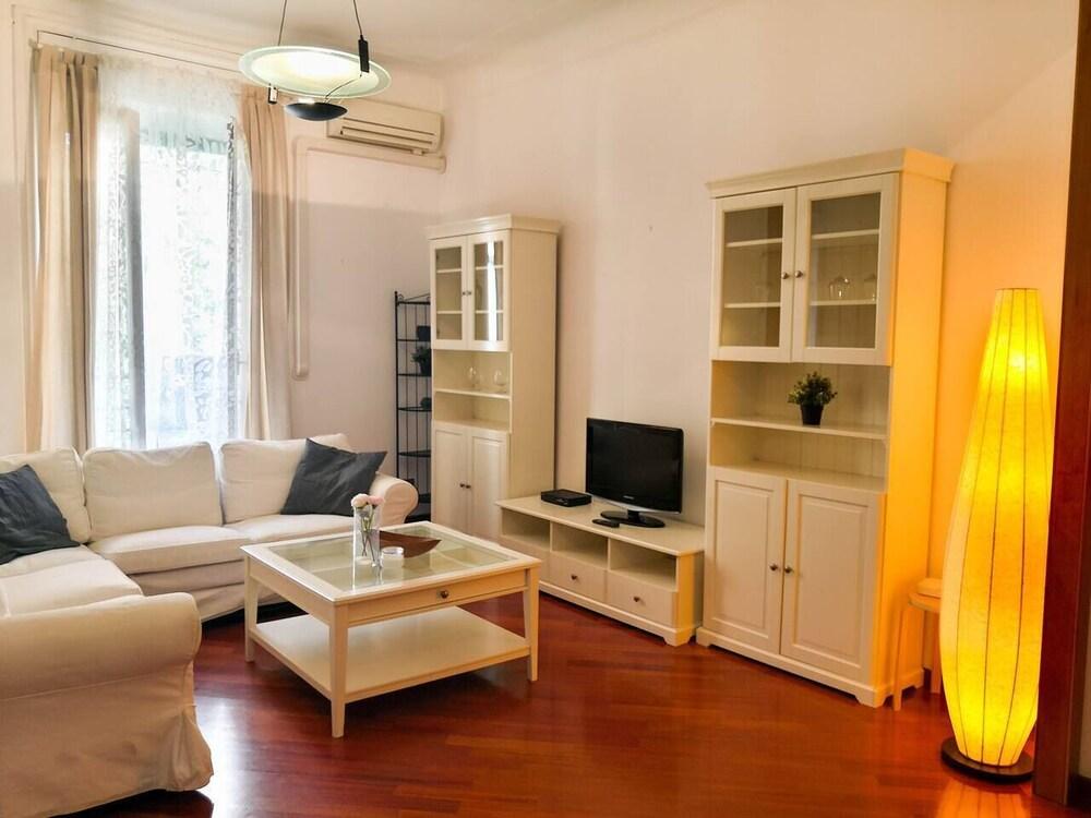 Hintown Wooden Guerrini Apartment