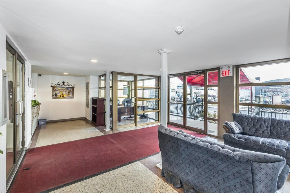 Magnificent Studio at Leaside 10 Mins to Downtown