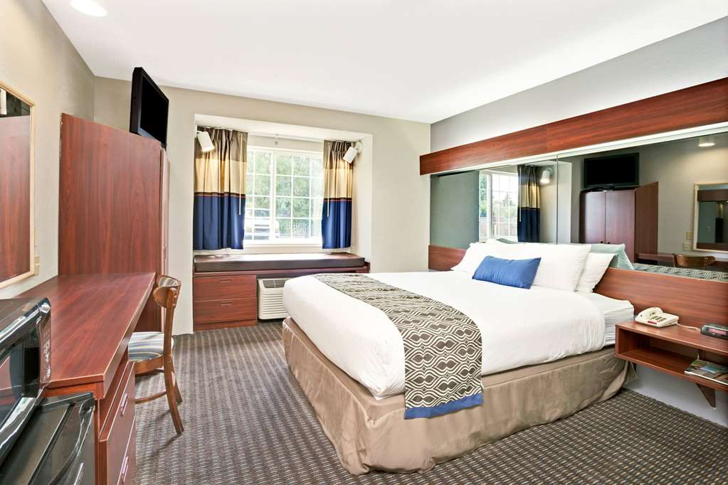 Gallery image of Microtel Inn & Suites by Wyndham Roseville Detroit Area