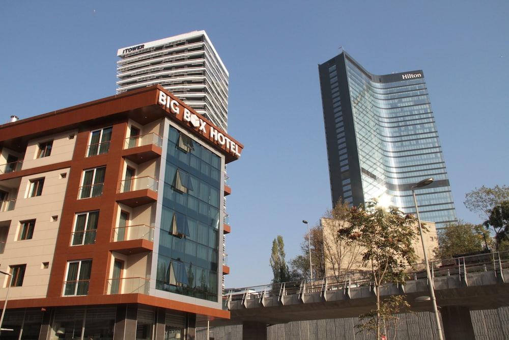 Big Box Hotel