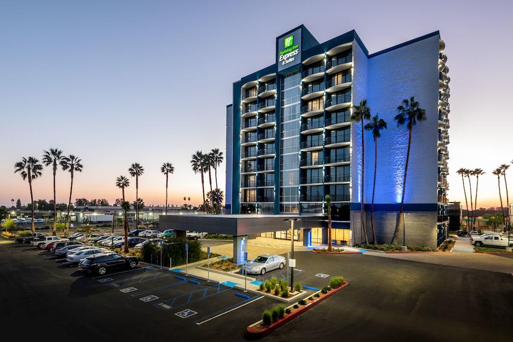 Holiday Inn Express And Suites Santa Ana Orange County