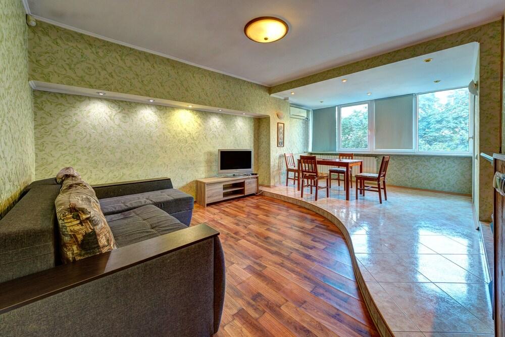 Light fusion apartment Bohdana Khmel'nyts'koho St 39