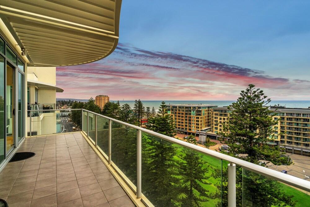 Glenelg Skyline Beachfront Penthouse Adelaide