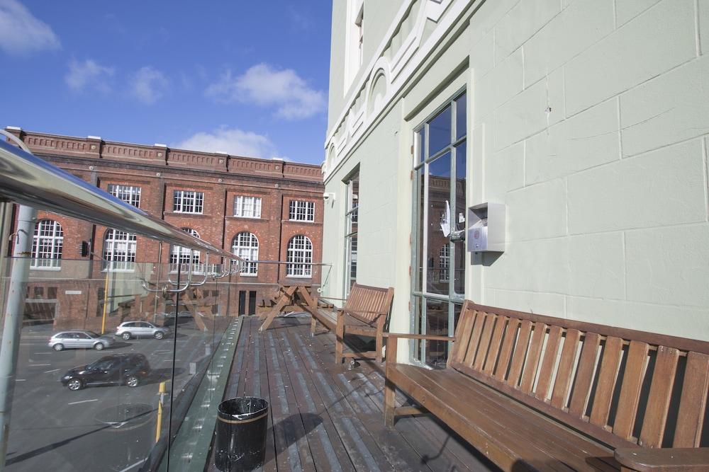 Gallery image of Hotel Waterloo & Backpackers
