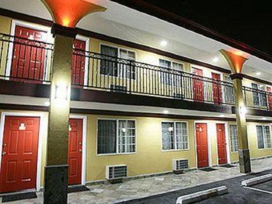 Gallery image of Sky Palm Motel