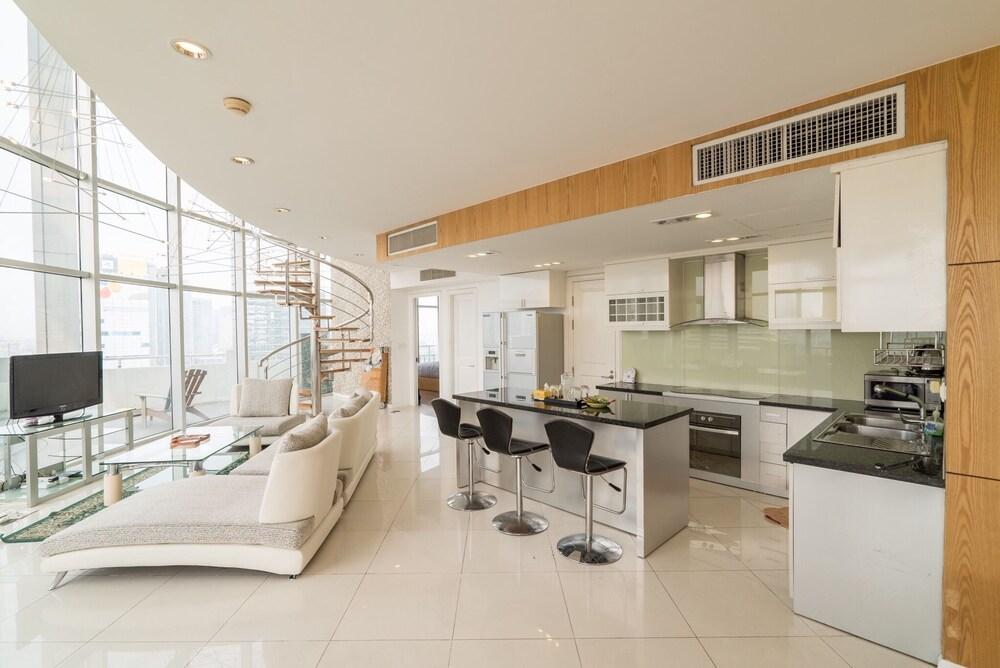 Luxury Penthouse 4BRS City Centre