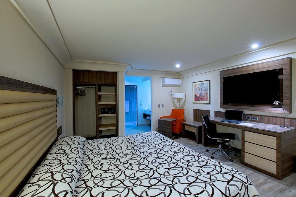 Econo Express Hotel