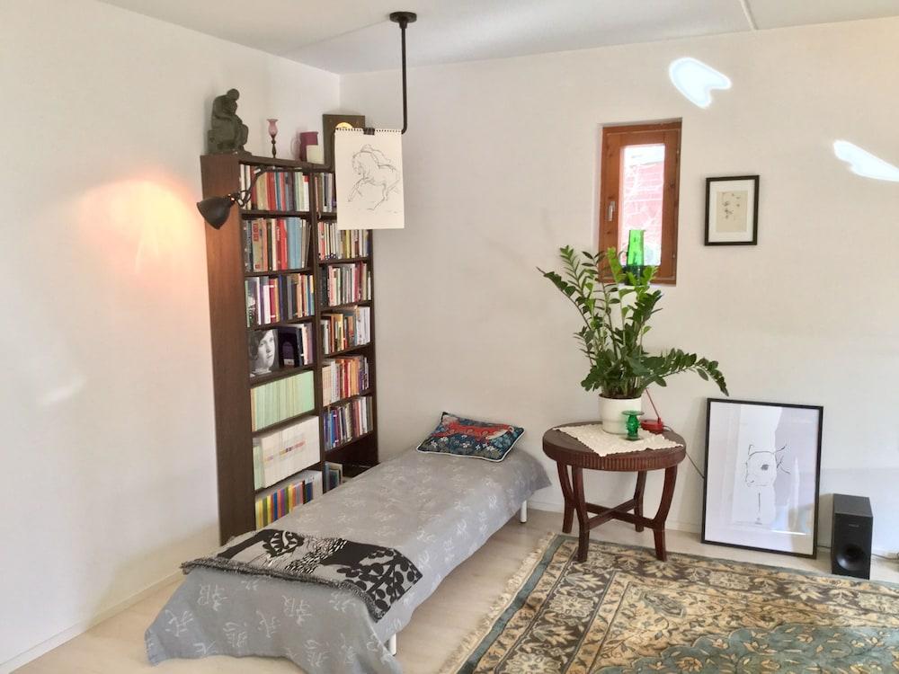 Large artsy apartment in Pasila