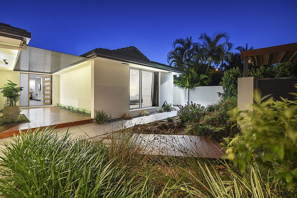 Just in Paradise Waterfront 5 Bedroom Deluxe House Central Broadbeach Location