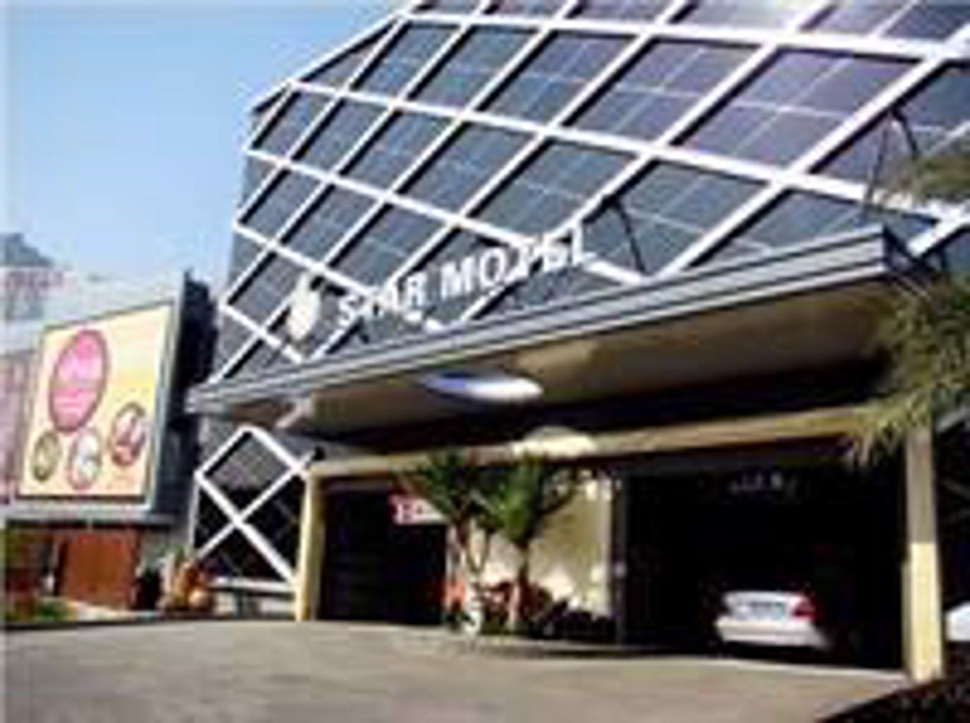 Six Star Motel