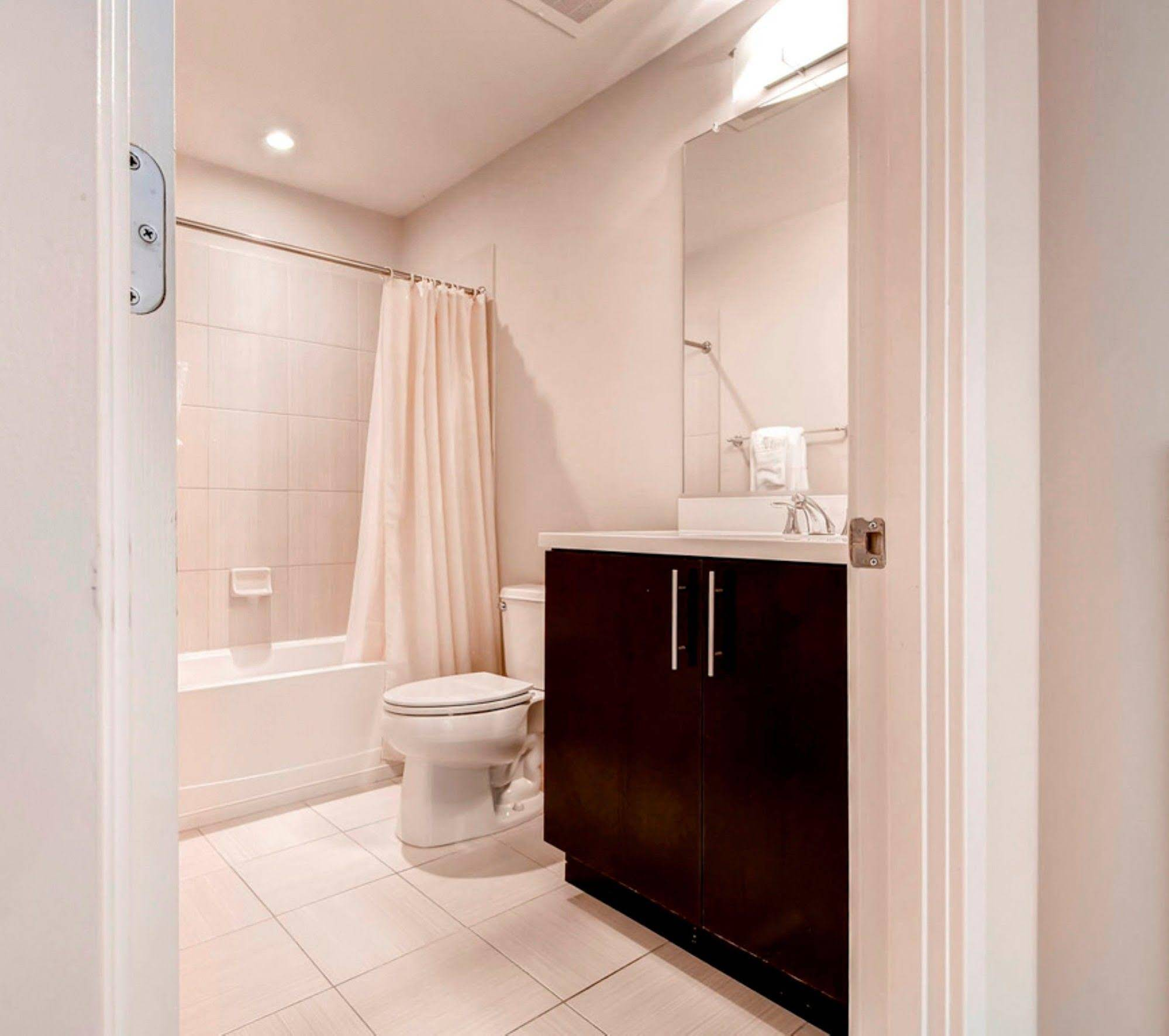 Global Luxury Suites at Villa Street