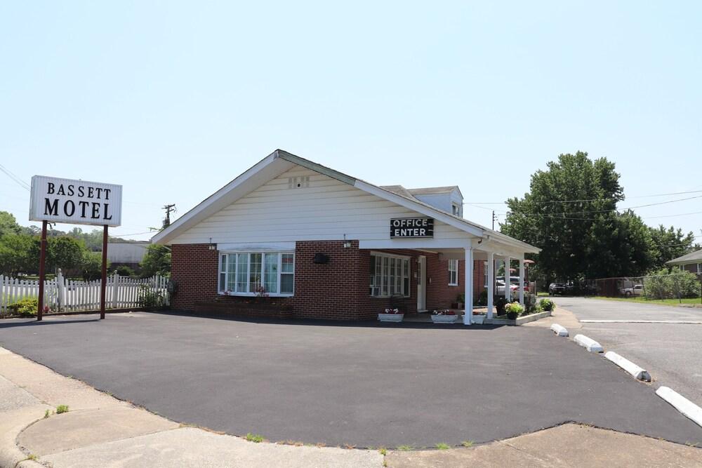 Gallery image of Bassett Motel