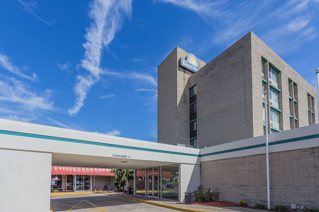 Gallery image of Days Hotel & Conference Center by Wyndham Danville