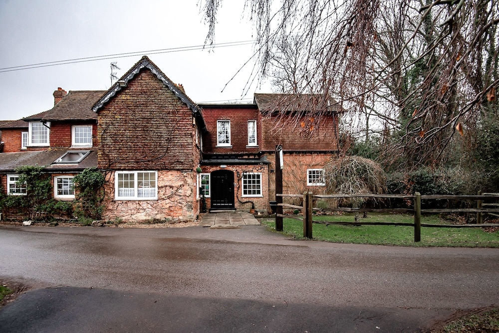Trivelles Waterhall Country Hotel Gatwick