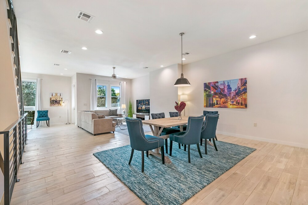 Luxurious Townhouse Near French Quarter