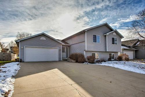Suburban Gem 5 Miles from Downtown Rochester
