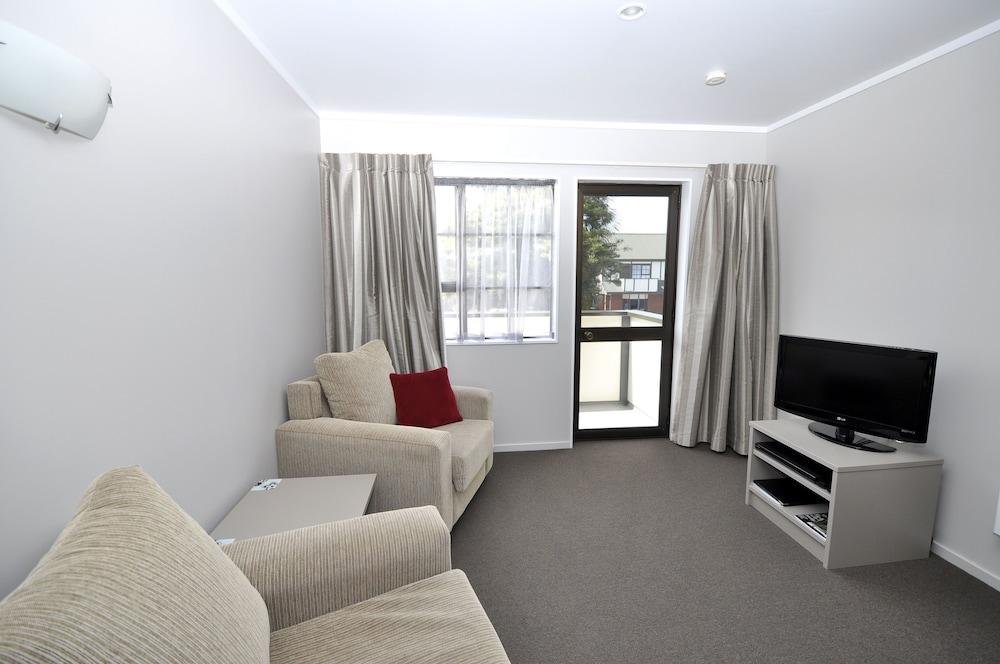 Gallery image of Knightsbridge Court Motor Lodge