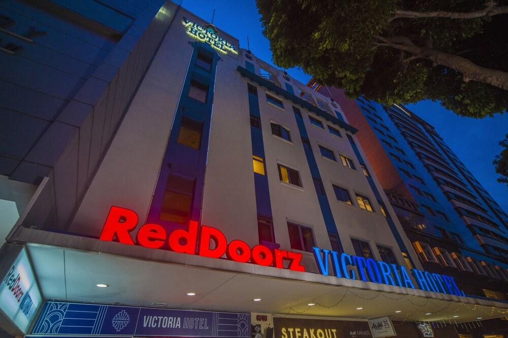 RedDoorz Plus Victoria Hotel