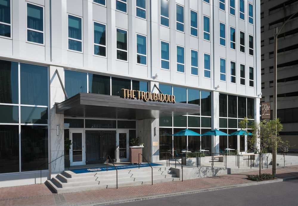 Troubadour Hotel New Orleans Tapestry Collection By Hilton