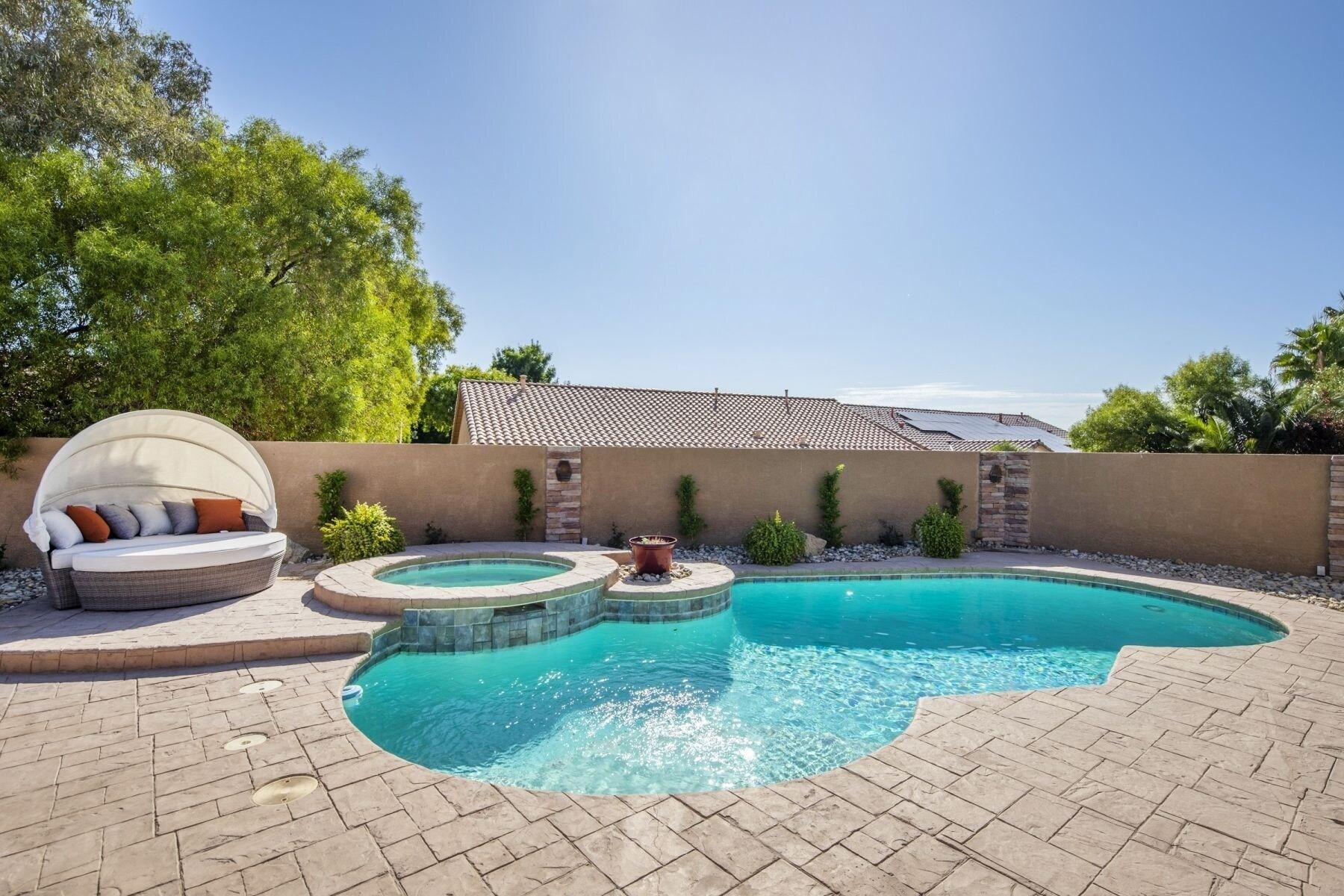 Amazing 4 Bd Las Vegas Home w Pool & Spa