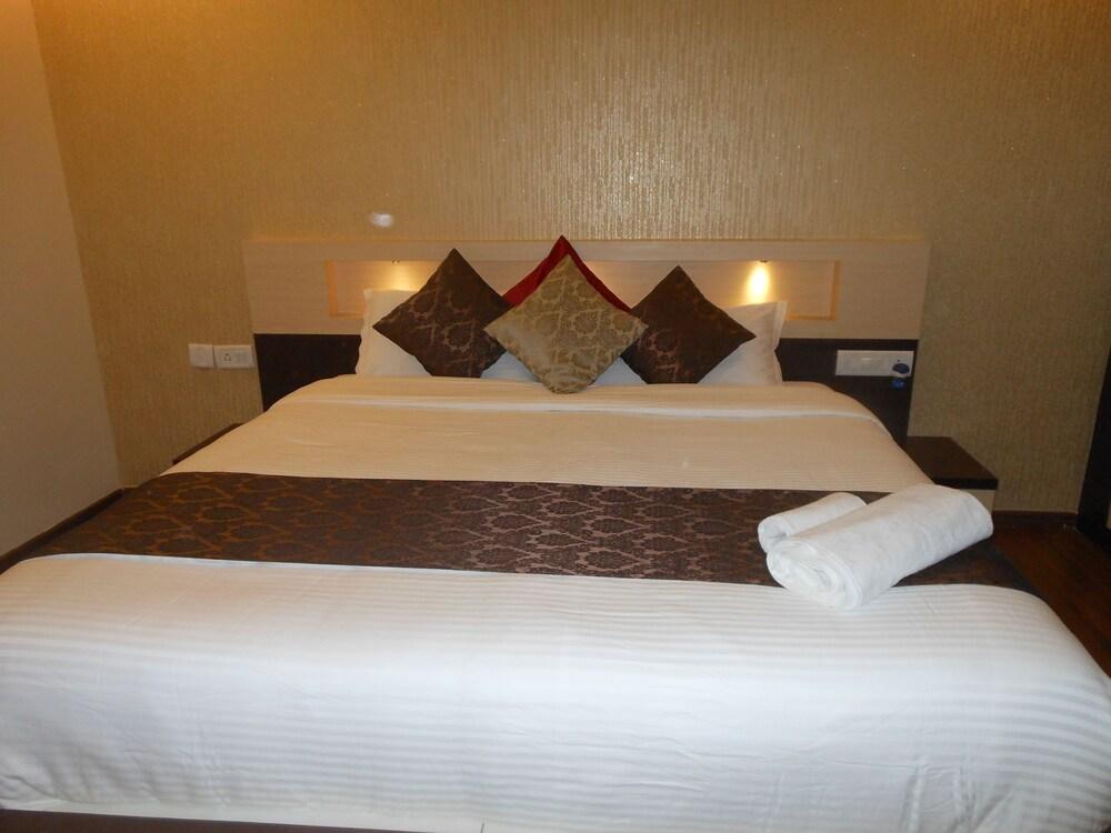 Omicron Hotel 1 BHK Studio Rooms