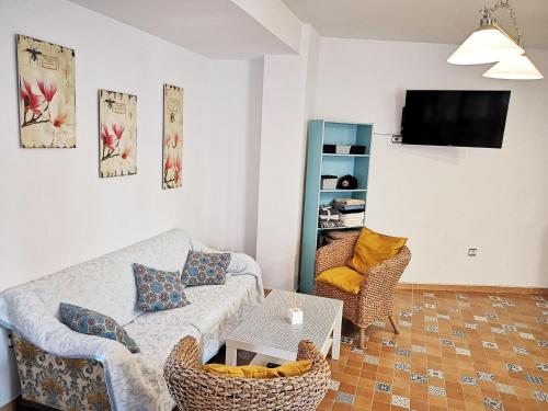Bright and quiet rooms near the beach