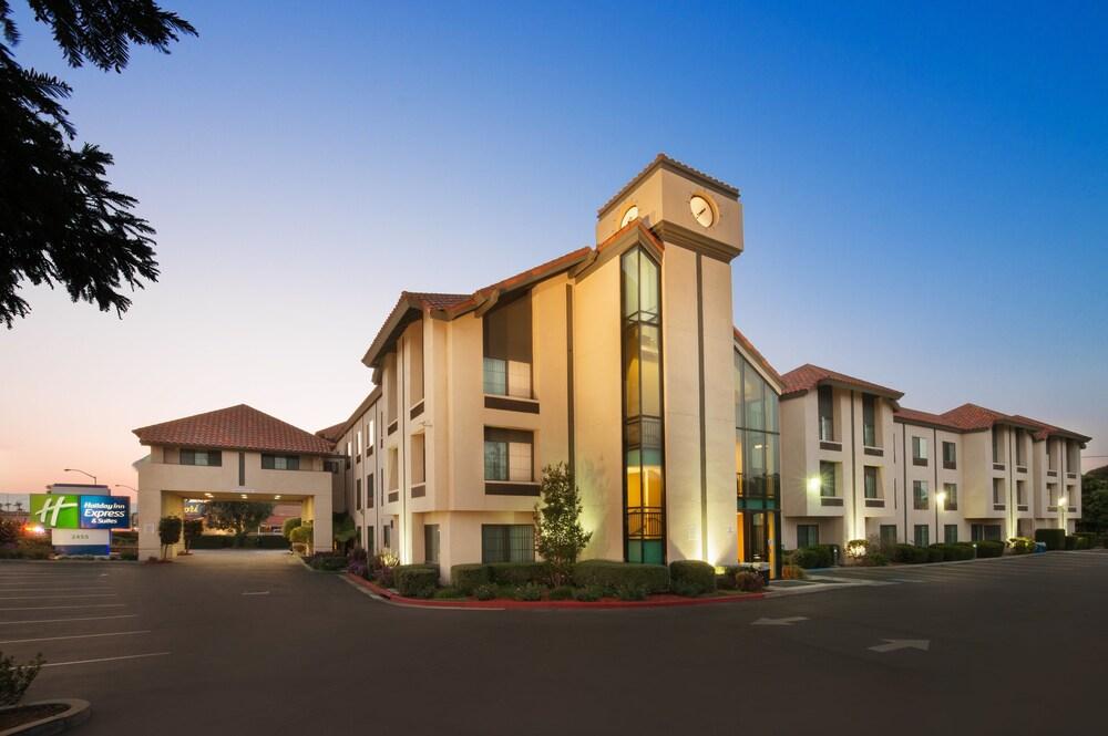 Holiday Inn Express Hotel &Suites Santa Clara Silicon Valley