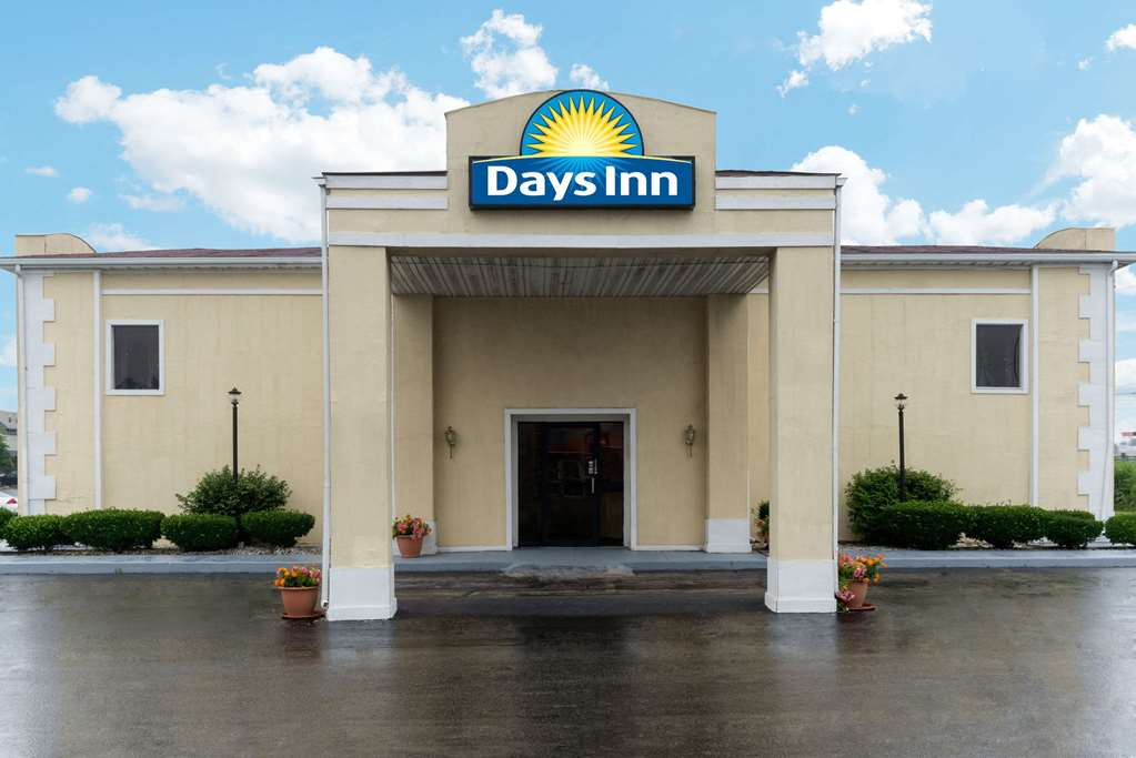 Gallery image of Days Inn by Wyndham Indianapolis East Post Road