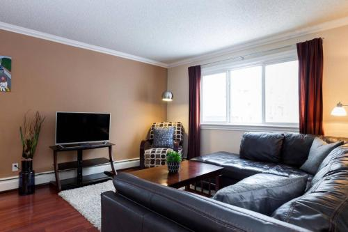 Luxurious Cozy 1 Bedroom 1 Bathroom Whyte Ave Condo Free Covered Parking