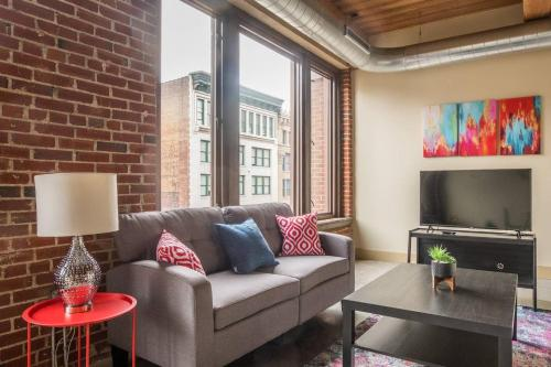 Downtown 2br Suite Near Dining Walk to The Dome