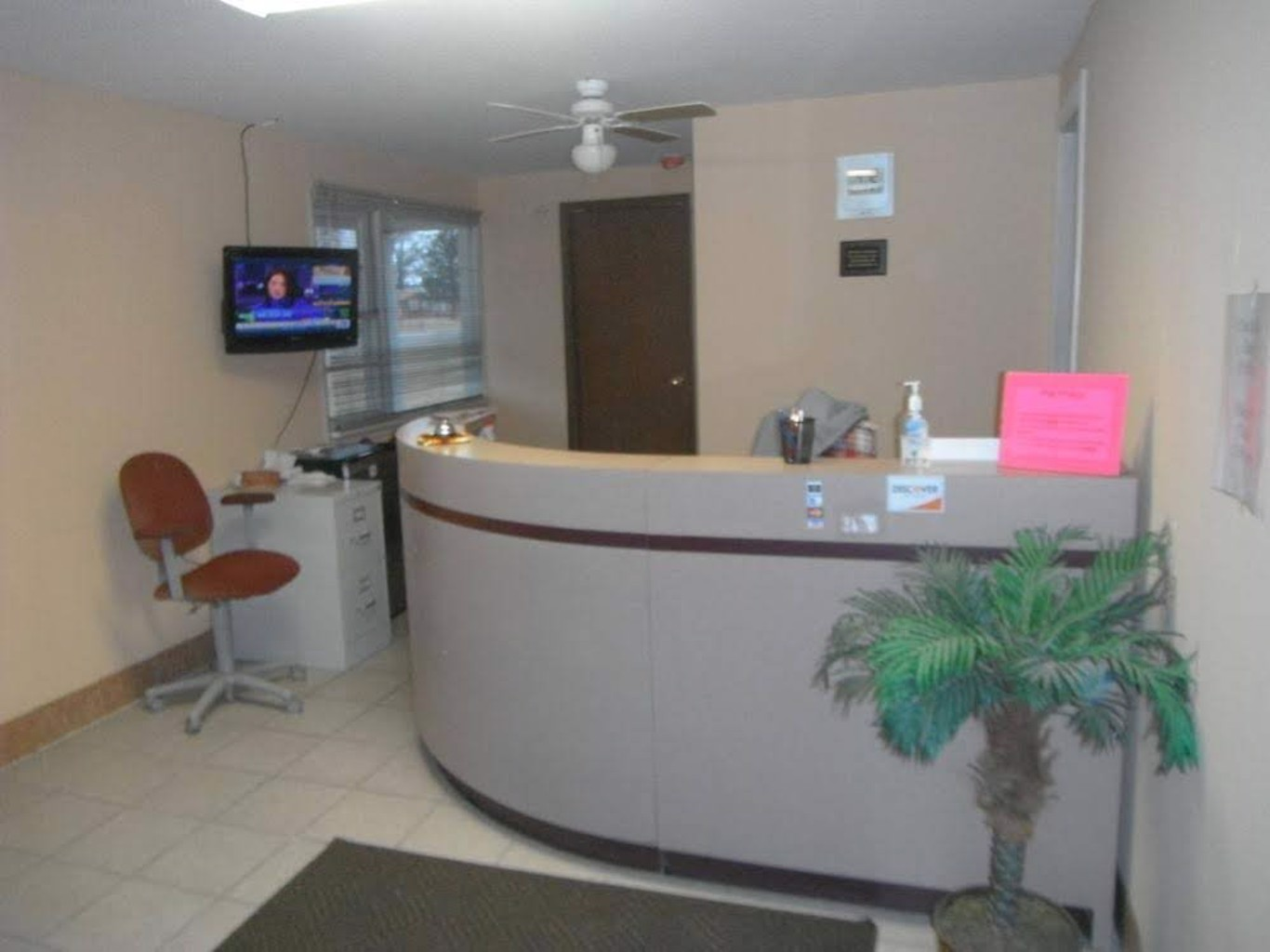 Gallery image of Red Carpet Inn