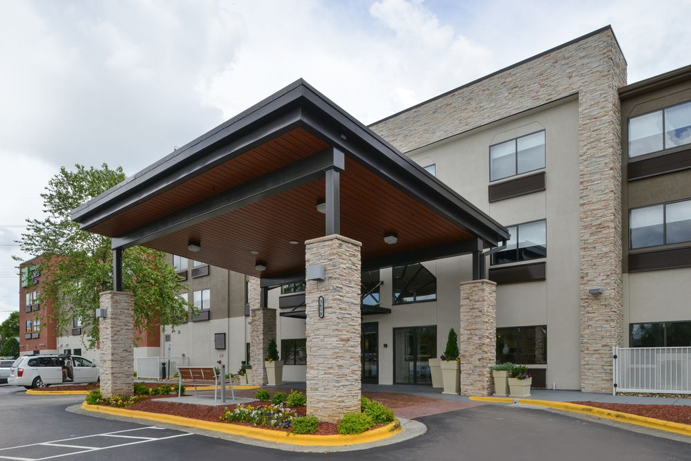 Holiday Inn Express & Suites Raleigh NE Medical Ctr Area