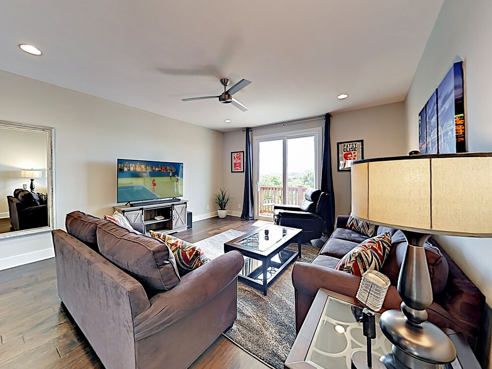 New Listing Newly Built Townhome W Skyline Views 2 Bedroom Townhouse