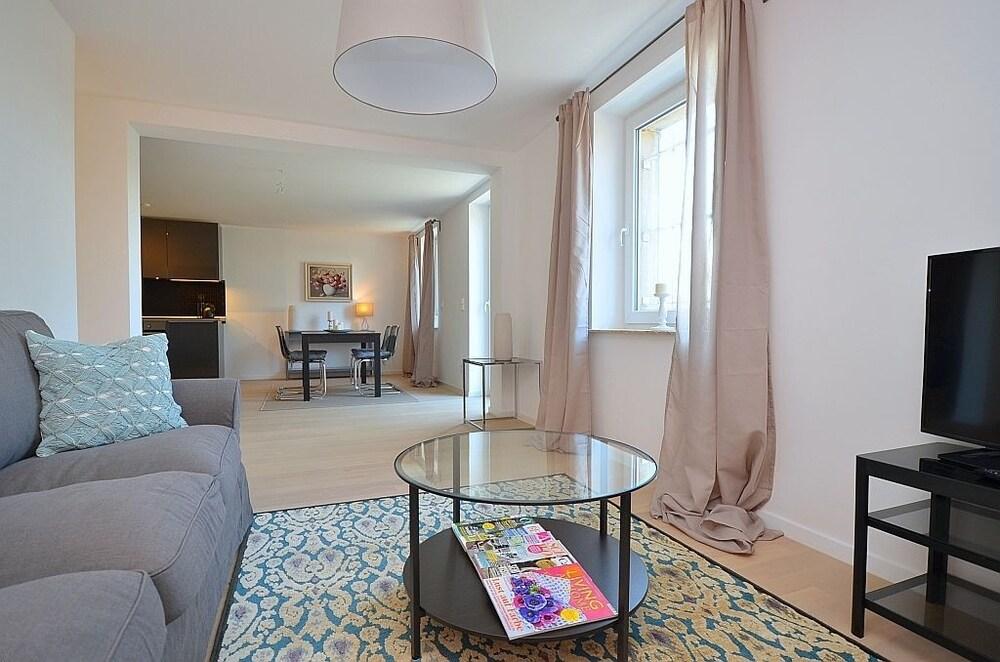 AB Apartment 123
