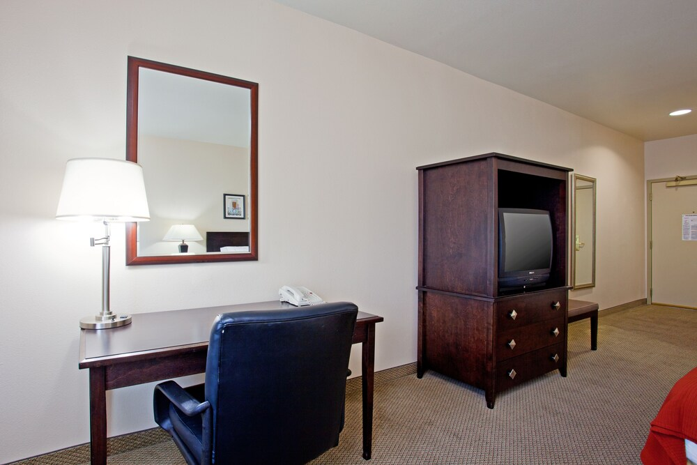 Gallery image of Holiday Inn Express & Suites Garden Grove Anaheim South