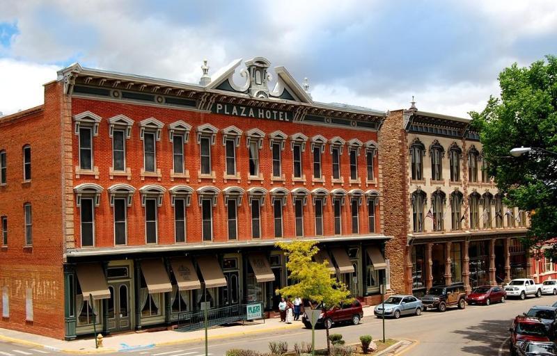 Historic Plaza Hotel