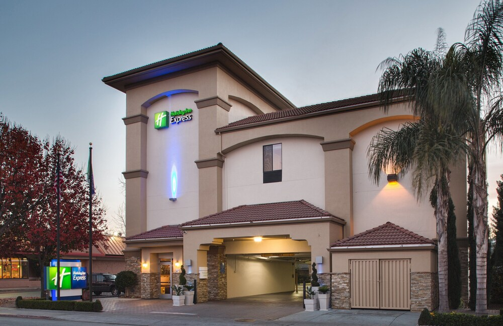 Holiday Inn Express Redwood City Central