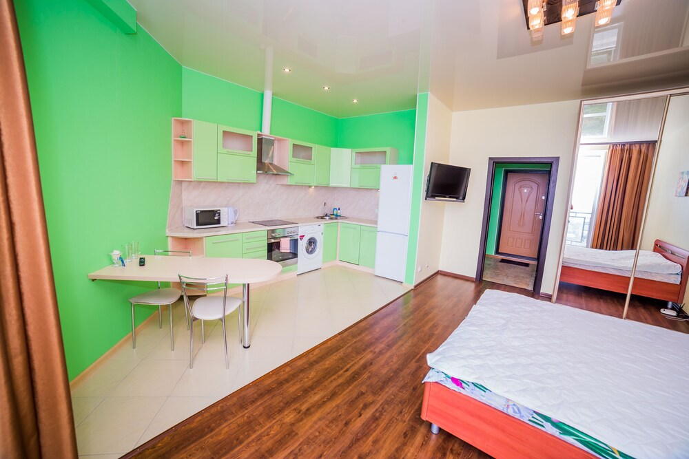Apartment on Komarova St. 58 106