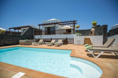 Luxury Villa With Private Heated Pool 15
