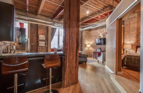 1820 Loft 211 Oozing Charm Steps to Broadway Sleeps 4
