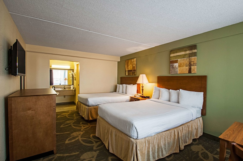 Gallery image of Clarion Inn & Conference Center