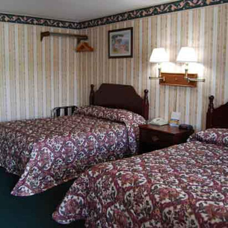 Gallery image of Lenox Inn